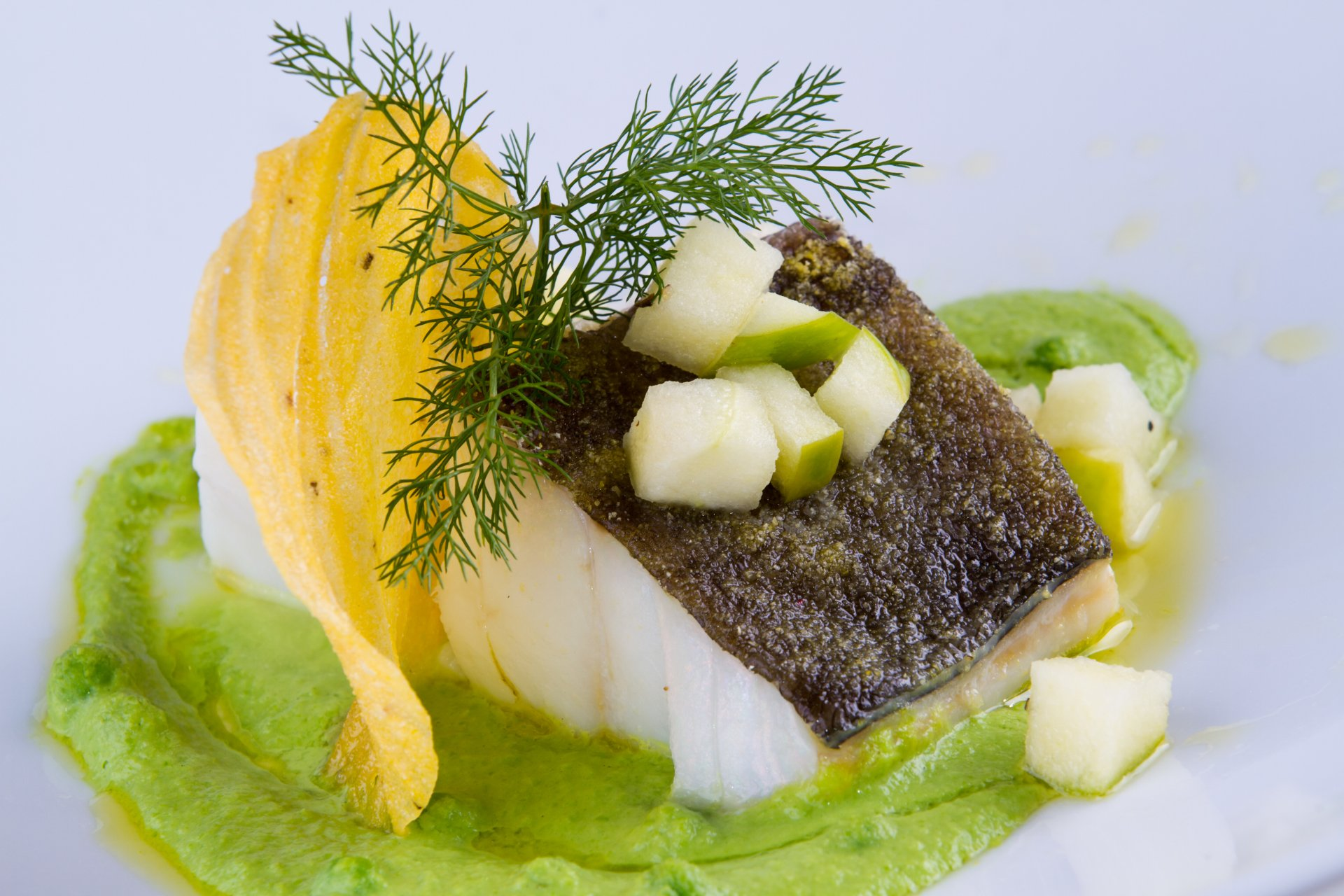 Cod with green peas, green apple and polenta wafer - Enyo