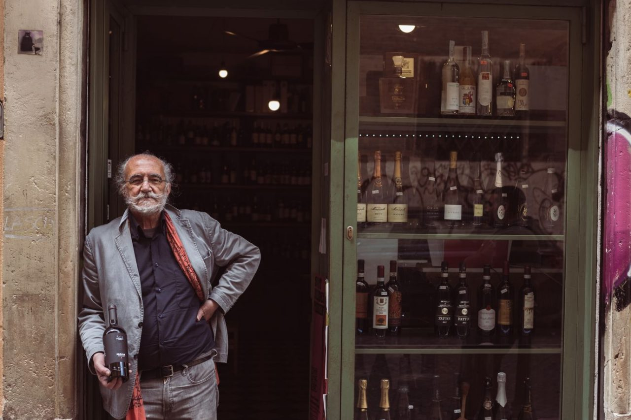 Il Vinaietto in Rome wine bistro - Giancarlo leaning on the entrance door