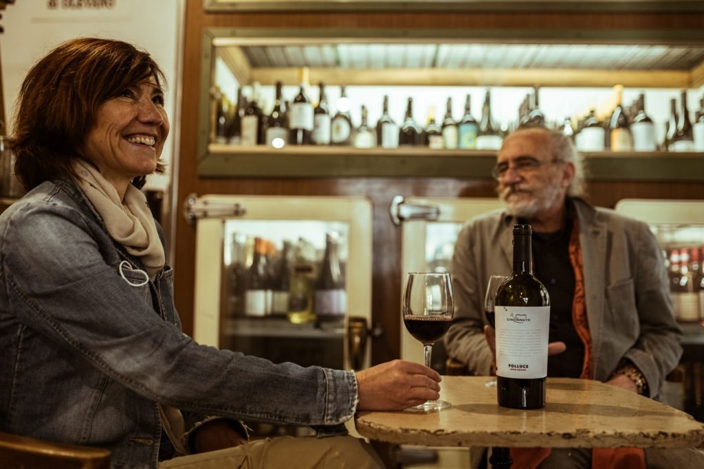 Giovanna is the Cincinnato winery main coordinator, and Giancarlo is the owner of Il Vinaietto in Rome. They sit together in Il Vinaietto having a wine glass of PolluceNero Buono by Cincinnato in a nice and friendly atmosphere